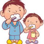 Isa ja poeg hambaid pesemas